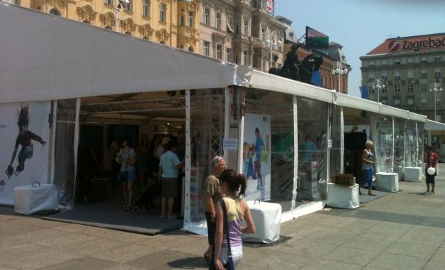 Inicijativa koja potiče mlade na odlazak iz Hrvatske doslovno je okupirala Trg bana Jelačića