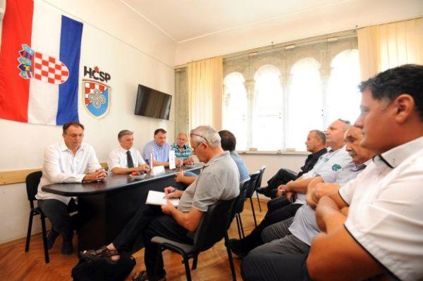 Split, 16. srpnja 2016. - Konferencija za medije splitske Hrvatske èiste stranke prava (HÈSP). Na fotografiji Tomislav Trogrliæ, Luka Podrug, Ante Šošiæ (2D). foto HINA / Mario STRMOTIÆ / mm